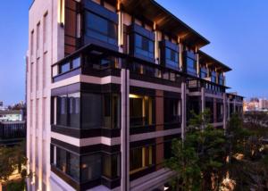 精銳建築經典-花映樹